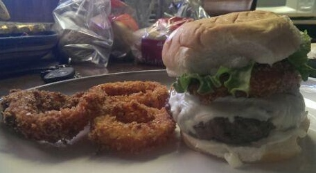 burger with roho onion rings