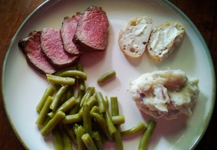 peppercorn beef filet with sour cream mashed potatoes