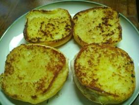 horseradish and onion toasted buns